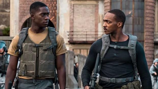 Outside The Wire: Trai đẹp Avengers tách lẻ đóng phim hành động căng đét nhưng gây thất vọng vì lỗi quá sơ đẳng - Ảnh 2.