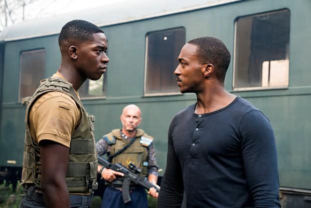 Outside The Wire: Trai đẹp Avengers tách lẻ đóng phim hành động căng đét nhưng gây thất vọng vì lỗi quá sơ đẳng - Ảnh 8.