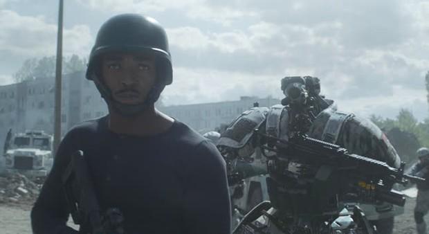 Outside The Wire: Trai đẹp Avengers tách lẻ đóng phim hành động căng đét nhưng gây thất vọng vì lỗi quá sơ đẳng - Ảnh 5.