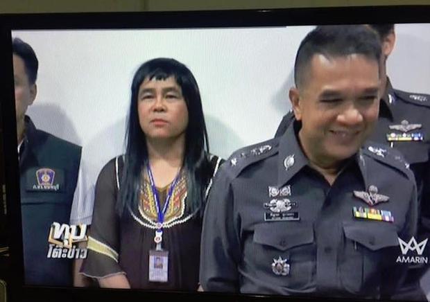 Anh cảnh sát giả gái để bắt cướp, hóa trang giỏi tới nỗi được trai xin số làm quen - Ảnh 2.
