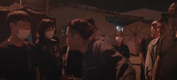 Sơn Tùng ở hậu trường MV thân thiết, hết cảnh quay còn ở lại chờ đến nửa đêm bảo sao Hải Tú bị réo gọi giữa tin đồn chia tay Thiều Bảo Trâm - Ảnh 3.