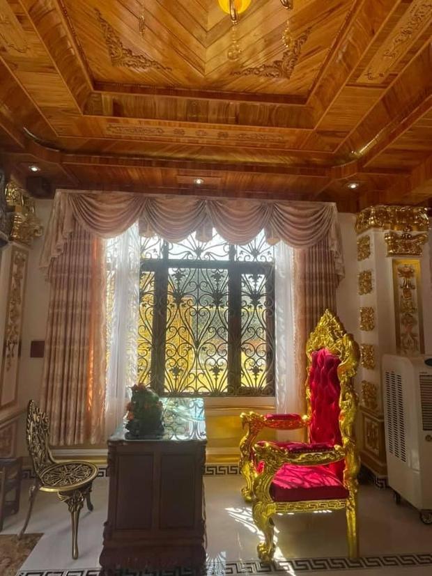 Nhà 3 tầng dát vàng khiến dân tình hú hồn, nội thất gỗ bên trong nhìn mà muốn xỉu ngang - Ảnh 4.