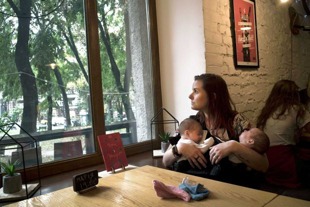 Kinh đô mang thai hộ giữa lòng châu Âu: Người nước ngoài ồ ạt kéo đến mua con, tội ác ẩn sau vỏ bọc nhân đạo? - Ảnh 5.