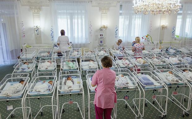 Kinh đô mang thai hộ giữa lòng châu Âu: Người nước ngoài ồ ạt kéo đến mua con, tội ác ẩn sau vỏ bọc nhân đạo? - Ảnh 3.