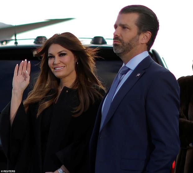 Khoảnh khắc nữ thần Ivanka Trump khóc khi nghe cha nói lời chia tay gây bão, cậu út Barron không xuất hiện khiến mọi người tò mò - Ảnh 10.