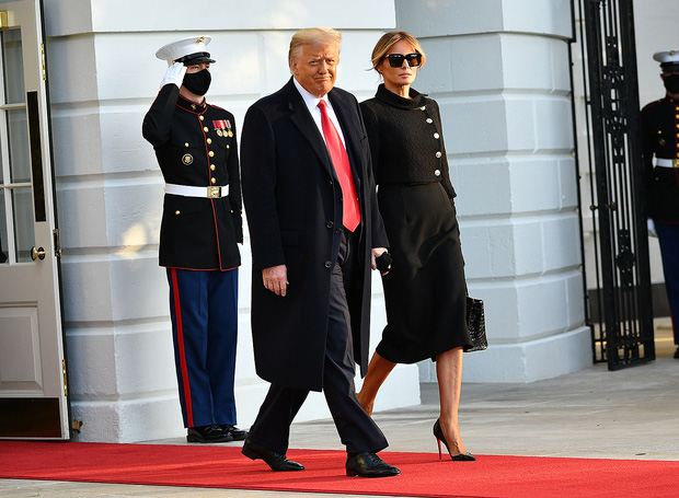 """""""Quý tử nước Mỹ"""" Barron Trump vắng mặt bí ẩn trong lễ chia tay của bố, nhưng đã âm thầm rời Nhà Trắng khi nào và ra sao, đây là câu trả lời - Ảnh 1."""