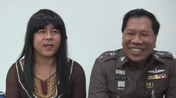 Anh cảnh sát giả gái để bắt cướp, hóa trang giỏi tới nỗi được trai xin số làm quen - Ảnh 1.