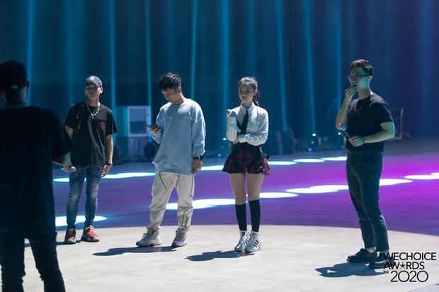 Hoà Minzy - Hiền Hồ sẽ có màn đọ giọng nổi da gà tại Gala WeChoice: Bàn tiệc bí ẩn, 1 chàng trai và điều gì sẽ xảy ra? - Ảnh 8.
