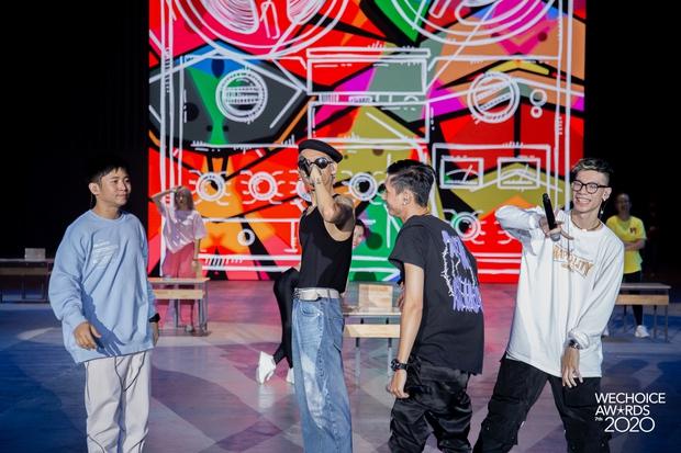 Dàn sao siêu hot đổ bộ sân khấu tổng duyệt WeChoice 2020: Hòa Minzy - Hiền Hồ đọ sắc bất phân, Wowy và dàn thí sinh Rap Việt ngầu quá! - Ảnh 13.