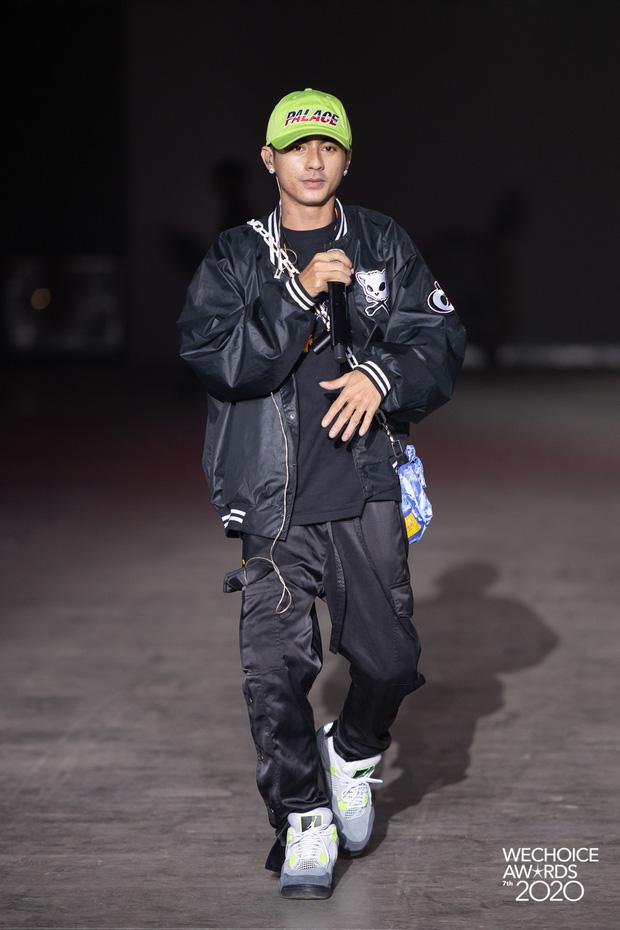 Soi style dàn sao đi tổng duyệt WeChoice 2020: Hoà Minzy, Hiền Hồ đơn giản vẫn xinh, đội quân rapper siêu ngầu - Ảnh 10.