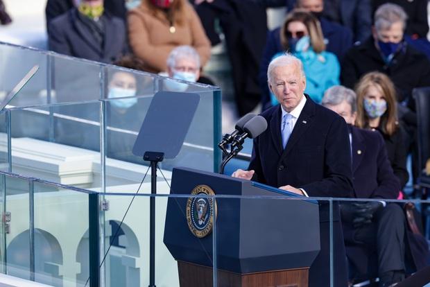 Ông Joe Biden tuyên thệ, chính thức trở thành Tổng thống Mỹ thứ 46 vào thời khắc khó khăn của lịch sử đất nước - Ảnh 2.