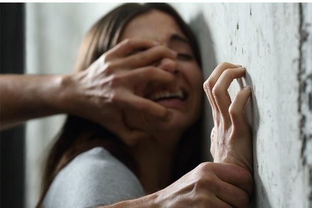 Thiếu nữ 17 tuổi tố bị 38 người đàn ông cưỡng hiếp trong thời gian dài, tìm hiểu chi tiết vụ việc càng khiến dư luận phẫn nộ - Ảnh 1.