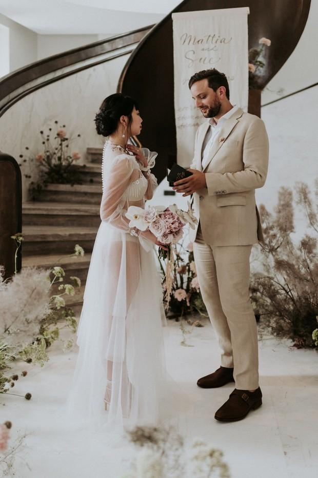 Có gì trong đám cưới bí mật có vẻ lạ lùng ở Đà Nẵng nhưng được báo Tây ca ngợi hết lời? - Ảnh 2.
