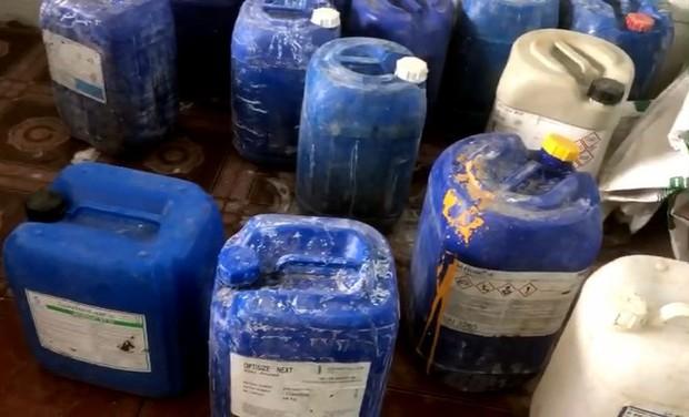 Đột kích cơ sở mỗi ngày tuồn hàng tấn ốc ngậm hóa chất ra thị trường - Ảnh 3.