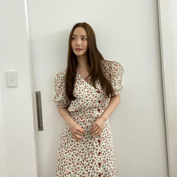 Màn đụng váy của Park Min Young và Jessica: Tưởng cạnh tranh gắt lắm, ai ngờ mang ý nghĩa cực đáng ngưỡng mộ đằng sau - Ảnh 1.