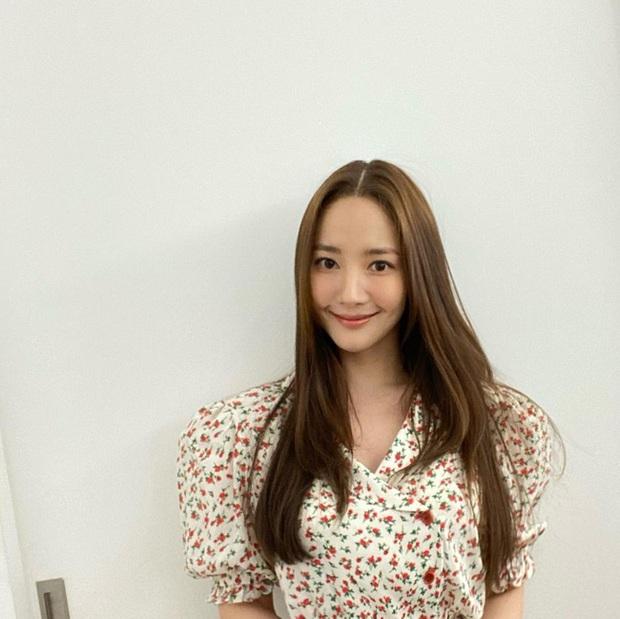 Màn đụng váy của Park Min Young và Jessica: Tưởng cạnh tranh gắt lắm, ai ngờ mang ý nghĩa cực đáng ngưỡng mộ đằng sau - Ảnh 2.