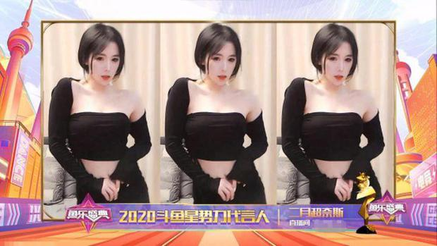 Nữ streamer gợi cảm gặp tình huống éo le, lên nhận giải thưởng nhưng lại bất ngờ khiến fan tổn thương khi thấy nhan sắc thật - Ảnh 3.
