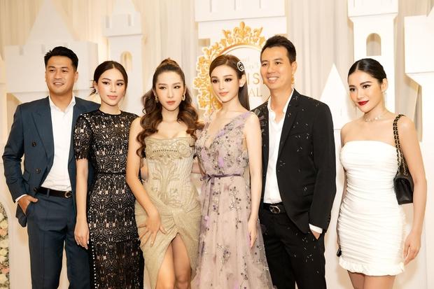 Diện bộ đầm hơi già so với tuổi 28 nhưng Linh Rin vẫn sang hết phần hội chị em hở bạo: Chiếm spotlight hơn cả Huyền Baby - Ảnh 3.