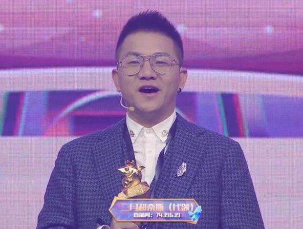 Nữ streamer gợi cảm gặp tình huống éo le, lên nhận giải thưởng nhưng lại bất ngờ khiến fan tổn thương khi thấy nhan sắc thật - Ảnh 6.
