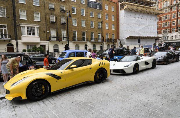 Choáng toàn tập với độ giàu có và cách tiêu tiền của những Hoàng gia giàu nhất thế giới: Hóa ra sở hữu siêu xe, du thuyền mới chỉ là mức cơ bản - Ảnh 14.