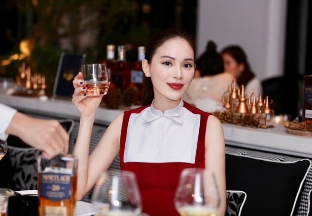 Diện bộ đầm hơi già so với tuổi 28 nhưng Linh Rin vẫn sang hết phần hội chị em hở bạo: Chiếm spotlight hơn cả Huyền Baby - Ảnh 5.