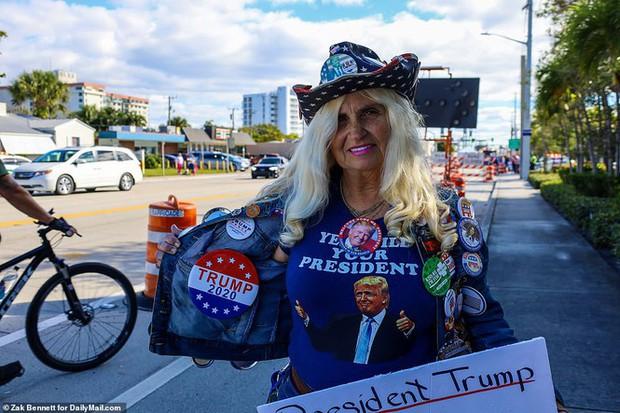 Người hâm mộ nhảy múa đón ông Trump về Florida - Ảnh 7.