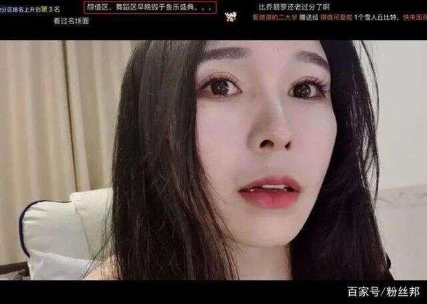 Nữ streamer gợi cảm gặp tình huống éo le, lên nhận giải thưởng nhưng lại bất ngờ khiến fan tổn thương khi thấy nhan sắc thật - Ảnh 8.