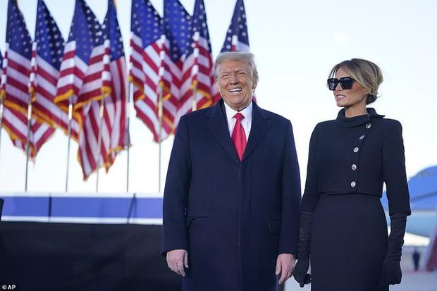Người hâm mộ nhảy múa đón ông Trump về Florida - Ảnh 9.
