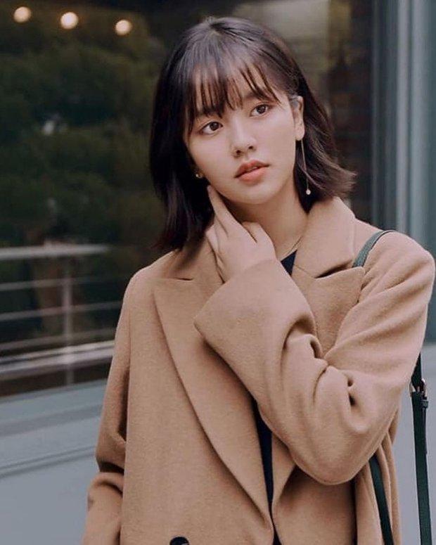 """Dàn sao trẻ kế thừa """"tường thành nhan sắc"""" châu Á hứa hẹn gây bão: Bản sao Hyun Bin đẹp ngỡ ngàng, dìm cả Song Joong Ki - Ảnh 4."""
