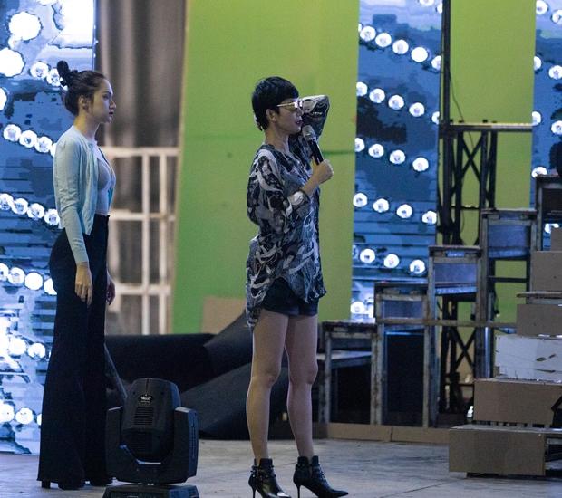Hương Giang, Xuân Lan cùng HLV, ca sĩ khách mời hăng say tập luyện cho đêm Chung kết Đại Sứ Hoàn Mỹ - Ảnh 7.