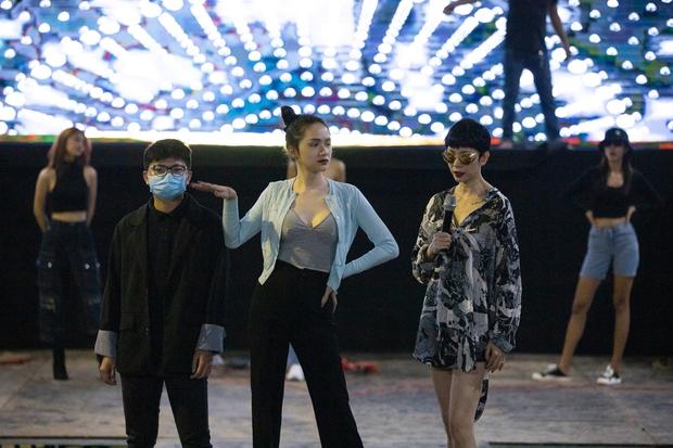 Hương Giang, Xuân Lan cùng HLV, ca sĩ khách mời hăng say tập luyện cho đêm Chung kết Đại Sứ Hoàn Mỹ - Ảnh 8.