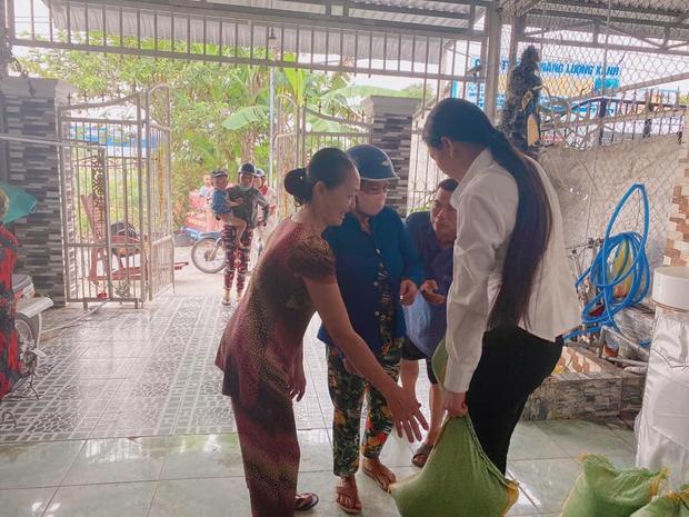 Vợ Vân Quang Long đăng status dài nói rõ chi tiết tiền phúng điếu và mối quan hệ với bố mẹ chồng sau lễ an táng - Ảnh 4.