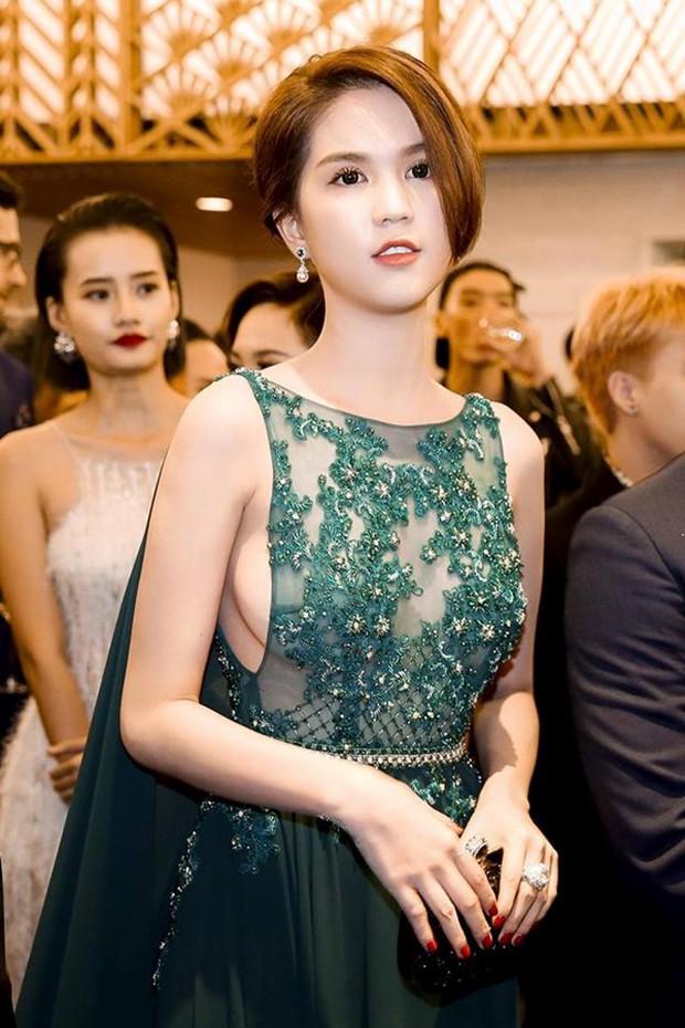 Ngọc Trinh qua 4 kỳ WeChoice Awards: Style biến hóa khôn lường, nhan sắc ngây thơ nhường chỗ cho thần thái chị đại - Ảnh 1.