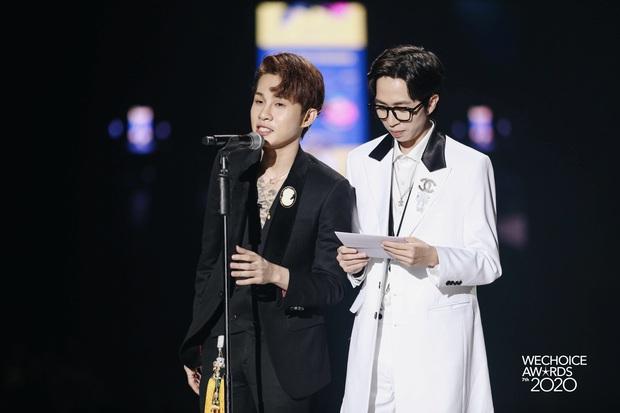"""Kết quả 6 hạng mục giải trí WeChoice Awards 2020: Thuỷ Tiên - MCK được xướng tên, bất ngờ nhất Jack và """"cuộc đua nghẹt thở"""" với Sơn Tùng - Ảnh 4."""
