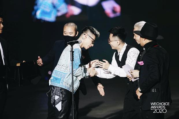 """Kết quả 6 hạng mục giải trí WeChoice Awards 2020: Thuỷ Tiên - MCK được xướng tên, bất ngờ nhất Jack và """"cuộc đua nghẹt thở"""" với Sơn Tùng - Ảnh 3."""