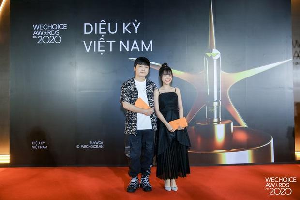 Thảm đỏ WeChoice Awards 2020 xuất hiện vũ trụ game thủ/ streamer Việt, ai cũng xinh đẹp lịch lãm đến bất ngờ - Ảnh 13.