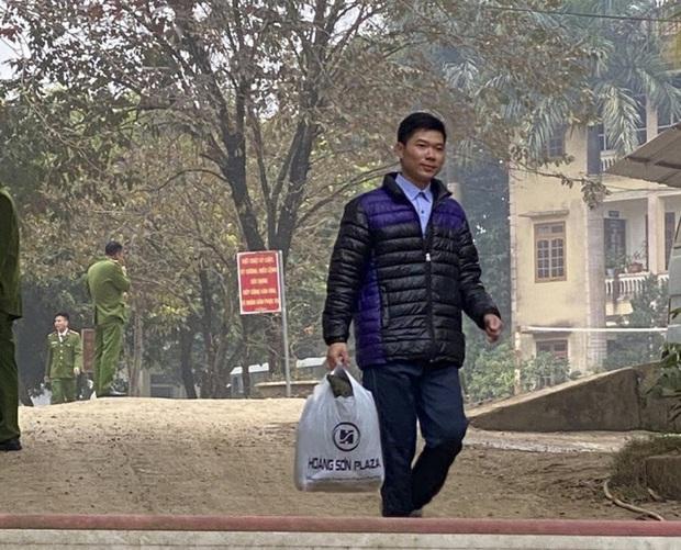 Được ra tù trước 11 tháng, cựu bác sĩ Hoàng Công Lương cần làm gì để quay lại nghề? - Ảnh 2.