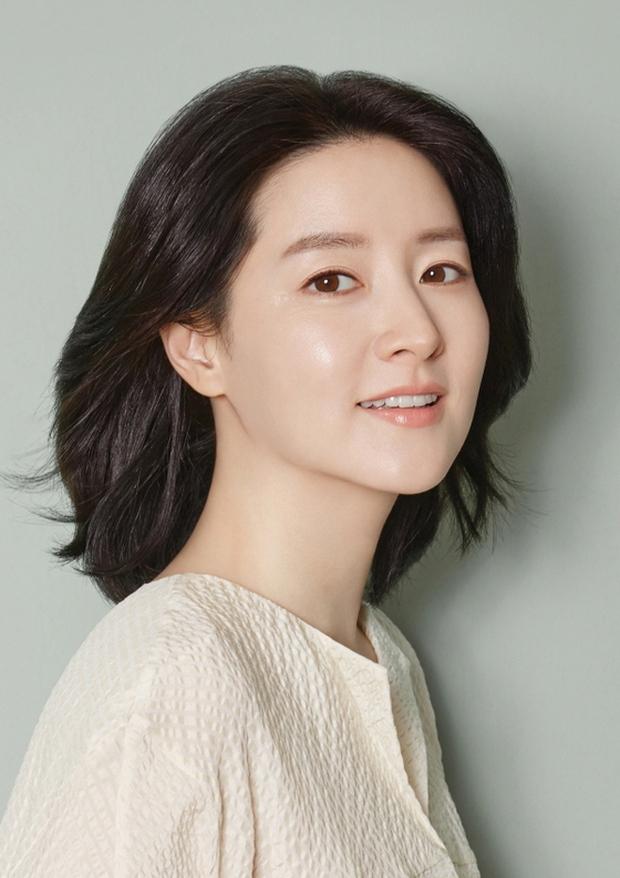 Lee Young Ae tái xuất với Killing Eve bản Hàn, sắp có bom tấn trinh thám để xem rồi! - Ảnh 1.