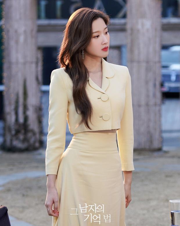 Dàn sao từ Hàn đến Việt đều mê mẩn combo váy áo hack dáng đỉnh cao, khoe eo sexy mà vẫn sang hết nút - Ảnh 1.