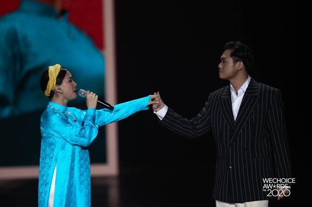 Hiền Hồ và Hoà Minzy đọ giọng đầy thăng hoa, câu chuyện về người thứ ba được đẩy lên cung bậc hoàn toàn mới tại Gala WCA 2020 - Ảnh 5.