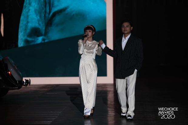 Hiền Hồ và Hoà Minzy đọ giọng đầy thăng hoa, câu chuyện về người thứ ba được đẩy lên cung bậc hoàn toàn mới tại Gala WCA 2020 - Ảnh 7.