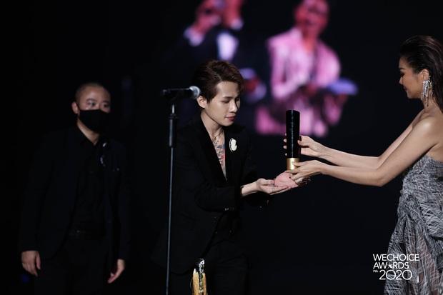 Jack giành giải thưởng Ca sĩ có hoạt động đột phá khi có màn đổi ngôi ngoạn mục tại WeChoice Awards 2020 - Ảnh 5.