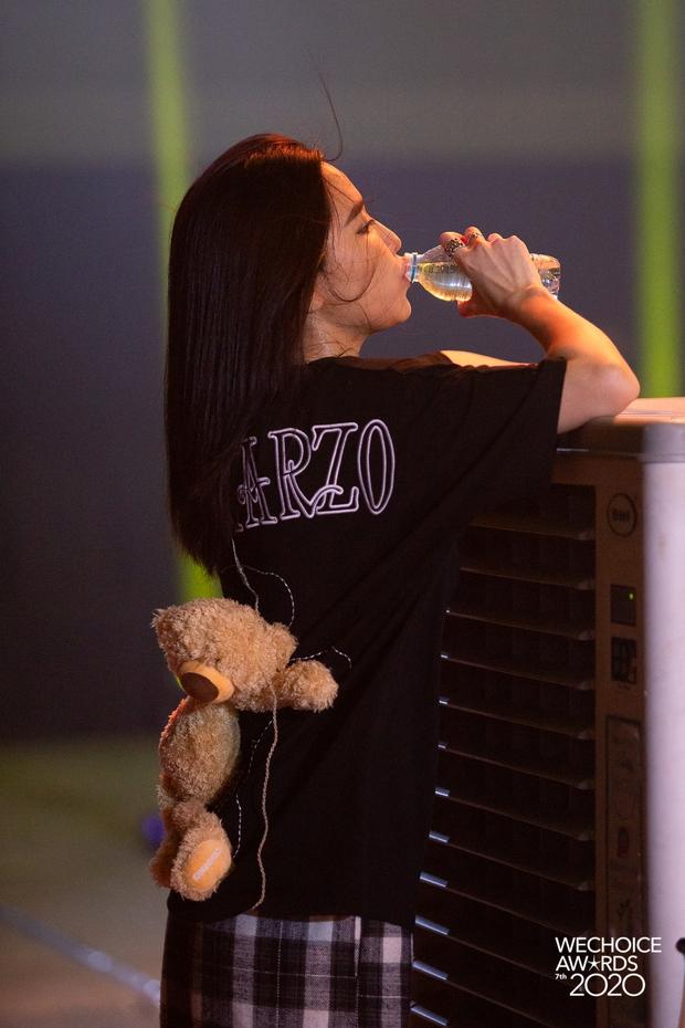 Dàn sao khoe sắc tại buổi tổng duyệt WeChoice 2020: Hoàng Thùy Linh cực xinh, MCK - Tlinh phát cẩu lương, Bích Phương đi luôn với gấu? - Ảnh 3.
