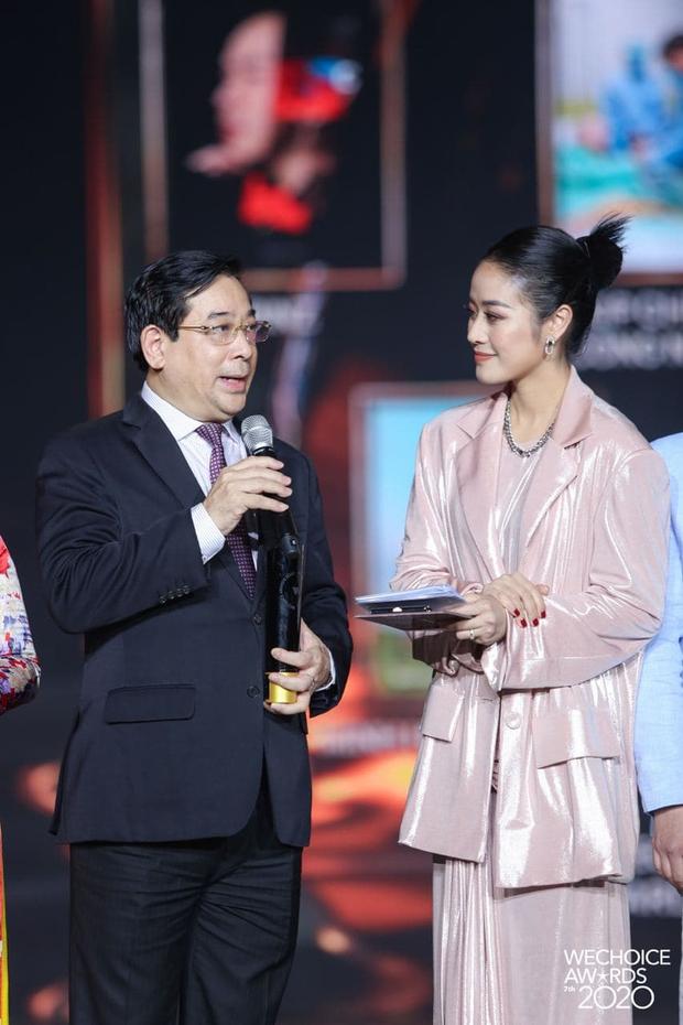 PGS.TS Lương Ngọc Khuê tại Gala WeChoice Awards: Trên thế giới cứ 8s có 1 người chết vì Covid-19, giờ phút này, được đứng ở đây là 1 niềm hạnh phúc - Ảnh 2.