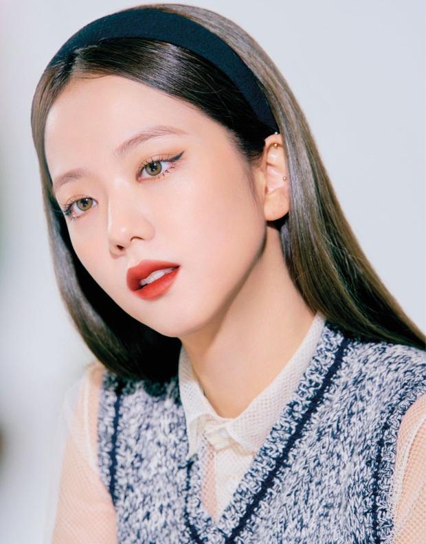 Đụng set đồ siêu trẻ với Jisoo, chị gái 31 tuổi Sooyoung liệu có bị đàn em lấn át? - Ảnh 2.