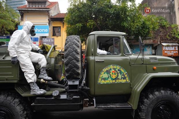 Một năm Việt Nam chống Covid-19: Từ 29 Tết Canh Tý đến lời kêu gọi hãy nhập cảnh chính ngạch để nhân dân đón một cái Tết mới an lành - Ảnh 1.