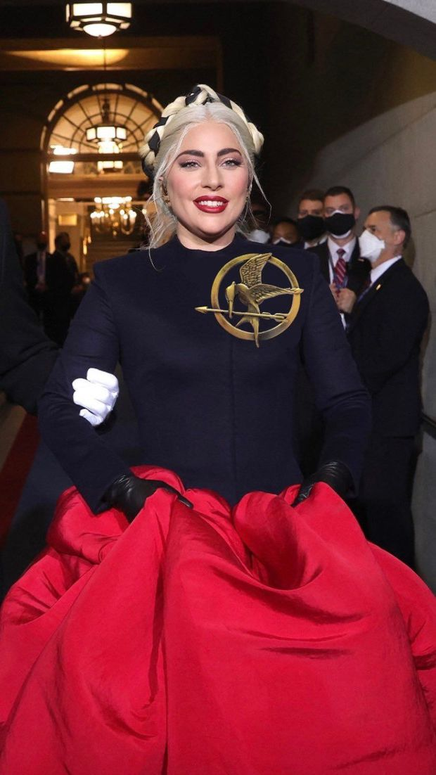 Khoảnh khắc Lady Gaga lên đồ lồng lộng, visual đỉnh cao trong lễ nhậm chức của Tổng thống Mỹ Joe Biden gây bão MXH - Ảnh 9.