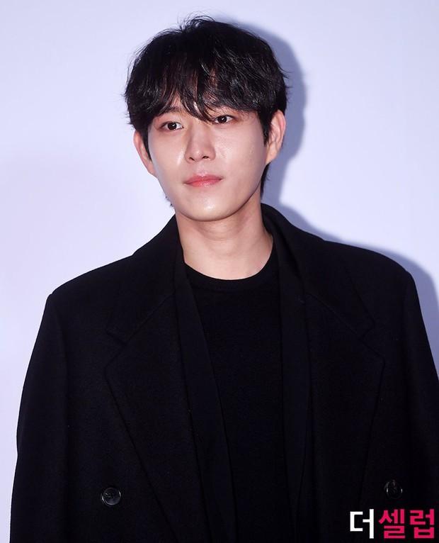 Thiếu gia Kim Young Dae của Penthouse chốt đơn làm cameo True Beauty, lại thêm người cầm cưa Moon Ga Young hả? - Ảnh 1.