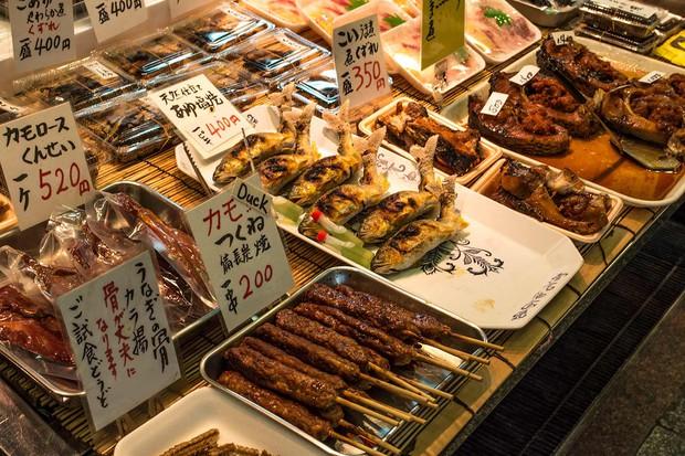 Dạo một vòng quanh khu chợ Nishiki: Thiên đường mua sắm ở Kyoto, Nhật Bản - Ảnh 1.