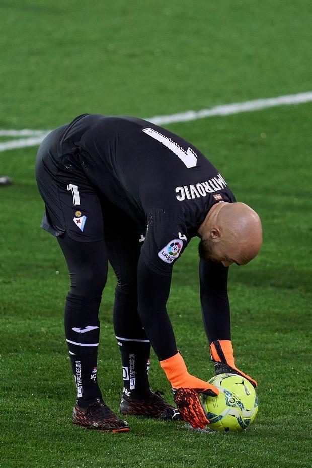 Đội bóng La Liga cho thủ môn lên sút phạt đền, thử một lần chơi lớn xem đối thủ có trầm trồ - Ảnh 1.